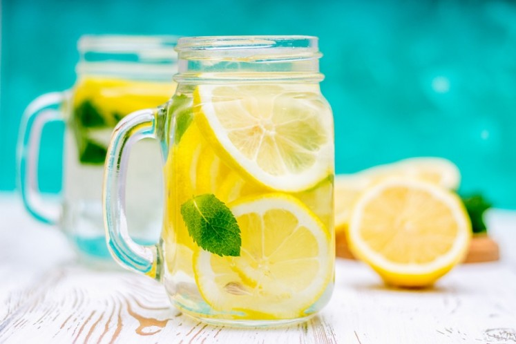 7 Reasons to Start Your Day With Lemon Water